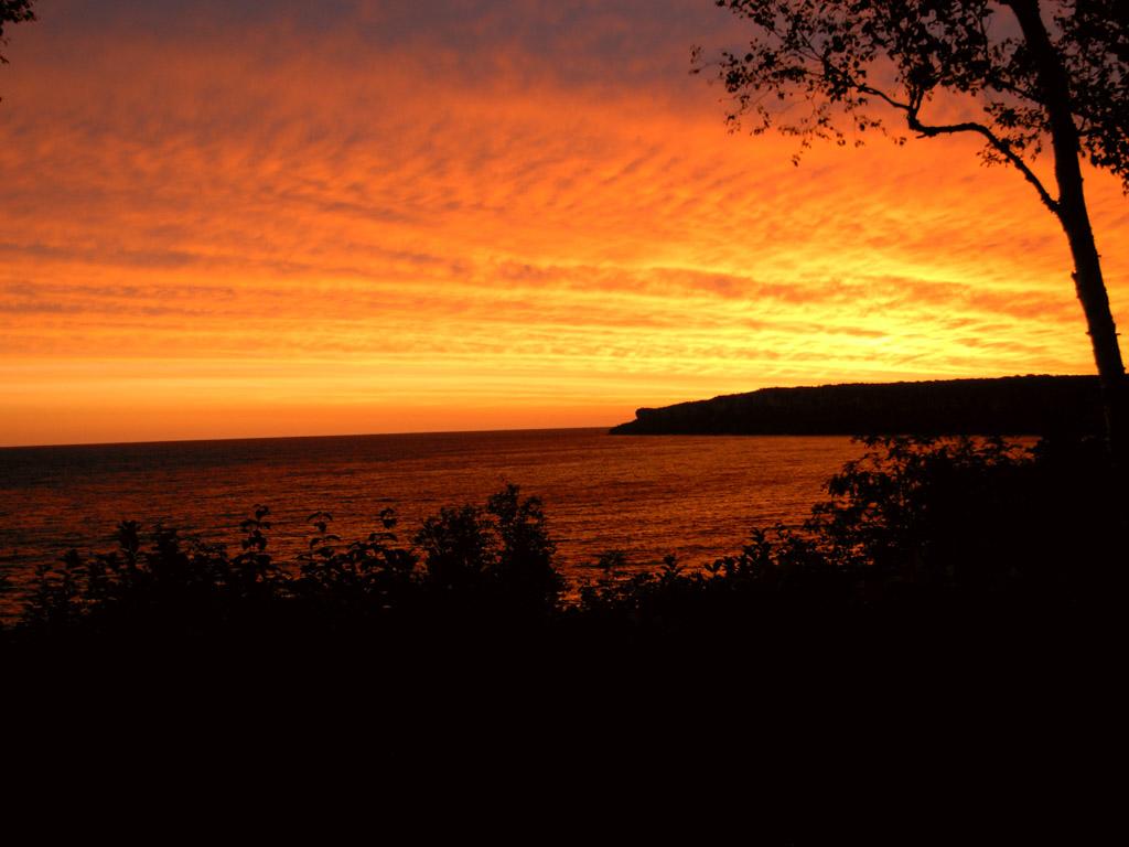 MükemmeL Gün Batımı Fotoları...  Cottage_sunrise3